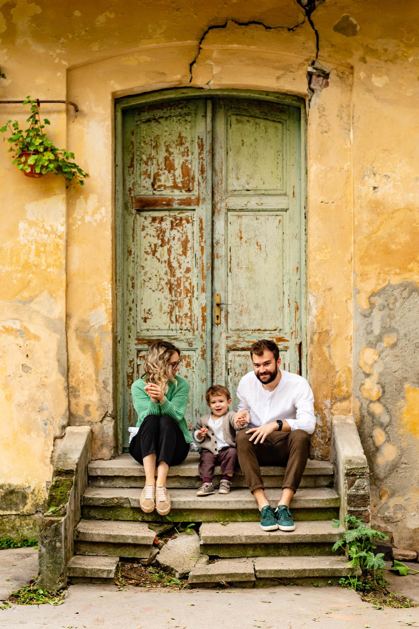 Sedinta foto de familie in culori de toamna Gradina Botanica din Bucuresti fotograf Dana Sacalov